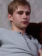 Yummy blond twink impregnates his deep belly button in front of the camera